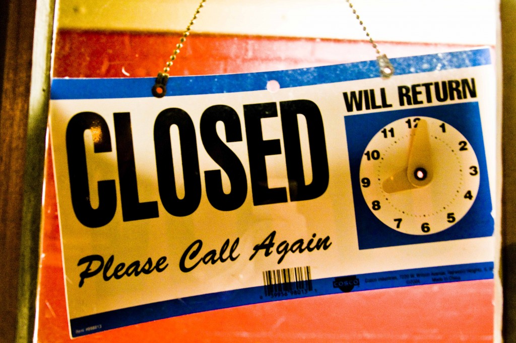 Closed_sign_Hawkins